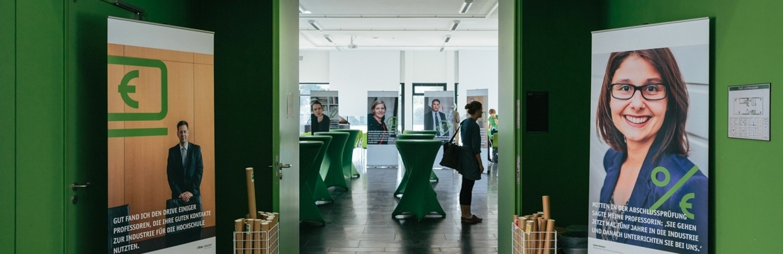 Roll-Ups der HTW Berlin bei einer Veranstaltung