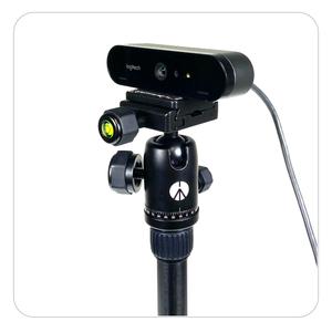 Adapterplatte wird mit der Webcam auf das Stativ geschraubt