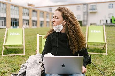 Carpe Campus Studierende mit langen Haaren