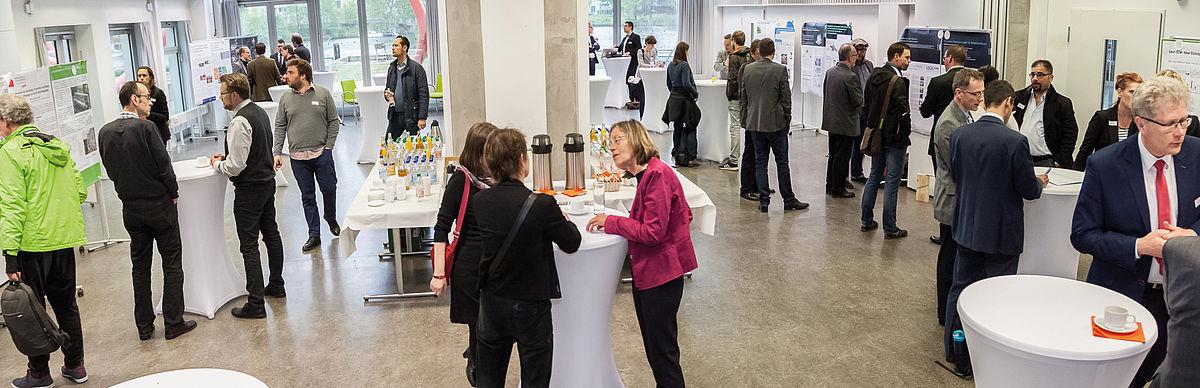 Networking bei einer Veranstaltung