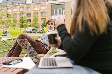 Carpe Campus Studierende im Austausch Laptop