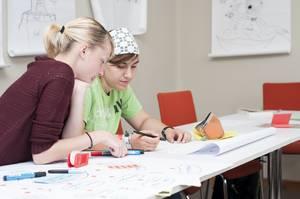 Schülerinnen in einem Seminar