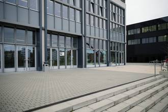 Terrasse Gebäude G © HTW Berlin/Maria Schramm