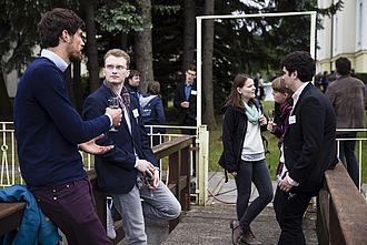 Gespräche in kleinen Gruppen währrend der Veranstaltung beim Netzwerktreffen bei BERBUS l A in Grünau 2016