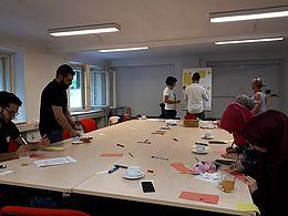 Integra Alumni in einem Alumni-Treffen