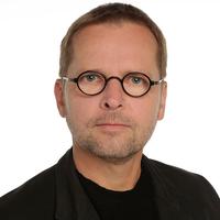 Portrait von Prof. Florian Adler