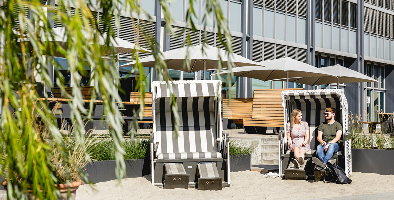 Two students in a beach chair on the Wilhelminenhof Campus