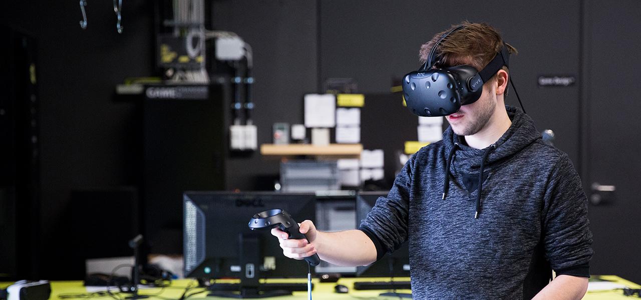 Forscher mit VR-Brille