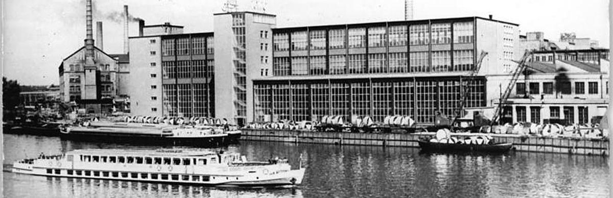 Das Kabelwerk Oberspreee vom anderen Spreeufer aus, Foto von 1965 © Bundesarchiv/Horst Sturm