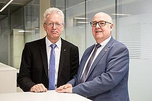 Prof. Dr. Ralph Stengler (rechts), neuer HAWtech-Sprecher und Präsident der Hochschule Darmstadt, neben seinem Vorgänger, Prof. Dr. Roland Stenzel, Rektor der HTW Dresden