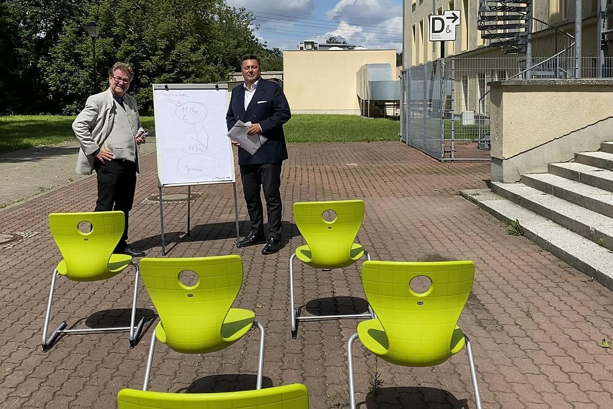 HTW-Präsident Prof. Dr. Carsten Busch und MdA Andreas Geisel auf dem Campus Treskowallee