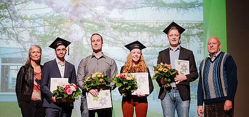 Absolvent_innen bei der Verleihung des Absolvent_innenpreises des Fördervereins der HTW Berlin