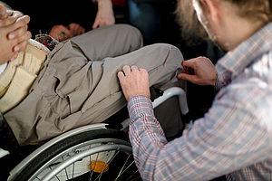 Anprobe im Rollstuhl © HTW Berlin_Irma Fadhila