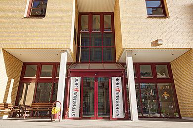 Eingang vom Stephanus-Shop © HTW Berlin/Alexander Rentsch