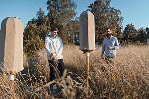 Das HIIVE-Team mit den neuartigen Bienstöcken © HIIVE