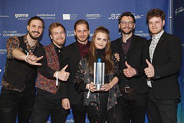 """Das Team des Spiels """"Elizabeth"""" bei der Verleihung des Deutschen Computerspielpreises."""