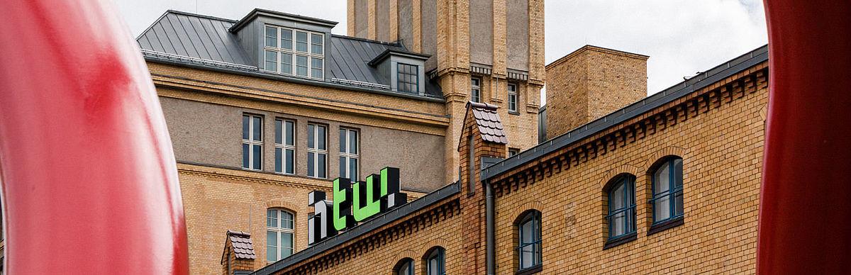 HTW-Logo auf dem Campus Wilhelminenhof