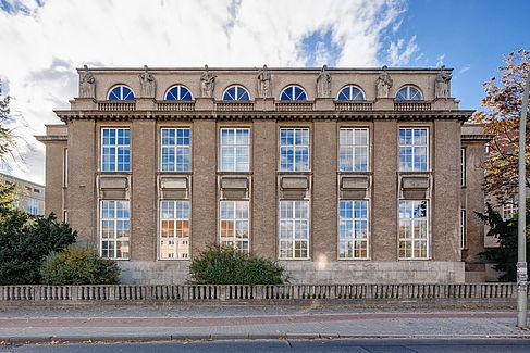 Gebäude B auf dem Campus Treskowallee der HTW Berlin