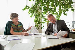 Die Frauenbeauftragte Dr. Sünne Andresen und HTW-Präsident Prof. Dr. Klaus Semlinger im Gespräch über die Ergebnisse