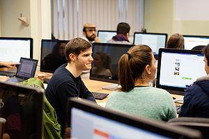 Studierende am Rechner