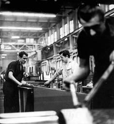 Arbeiter im Kabelwerk Oberspree, Foto von 1970 © Bundearchiv/Eva Brüggemann