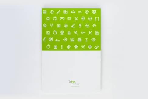 geschlossene Mappe im Corporate Design der HTW Berlin