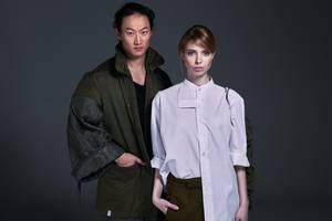 Aus Militärbekleidung wurden urbane Outfits für Männer und Frauen.