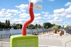 """Die Skulptur """"eMo-Stecker"""" auf dem Campus Wilhelminenhof"""