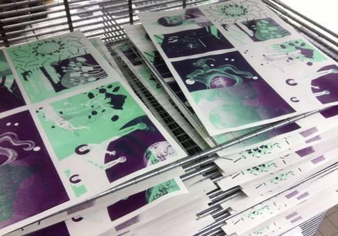 Einzelne Seiten eines mit Siebdruck hergestellten Buchs