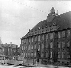 Hauptgebäude, Foto von 1958 © Bundesarchiv/Baier