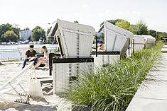 Strand an der Spree auf dem Campus Wilhelminenhof © HTW Berlin/Nikolas Fahlbusch