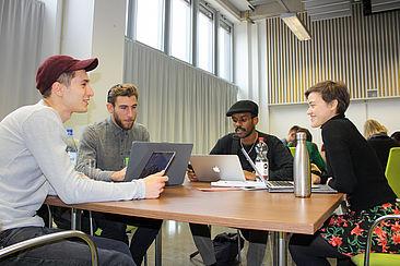 Studierende der Teams, die im Rahmen von Projekt INTENSE die Firma DNA Merch unterstützen.