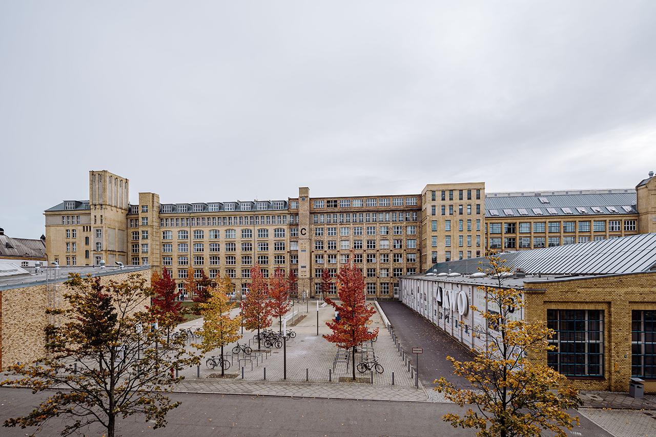 Der herbstliche Campus Wilhelminenhof in Schöneweide