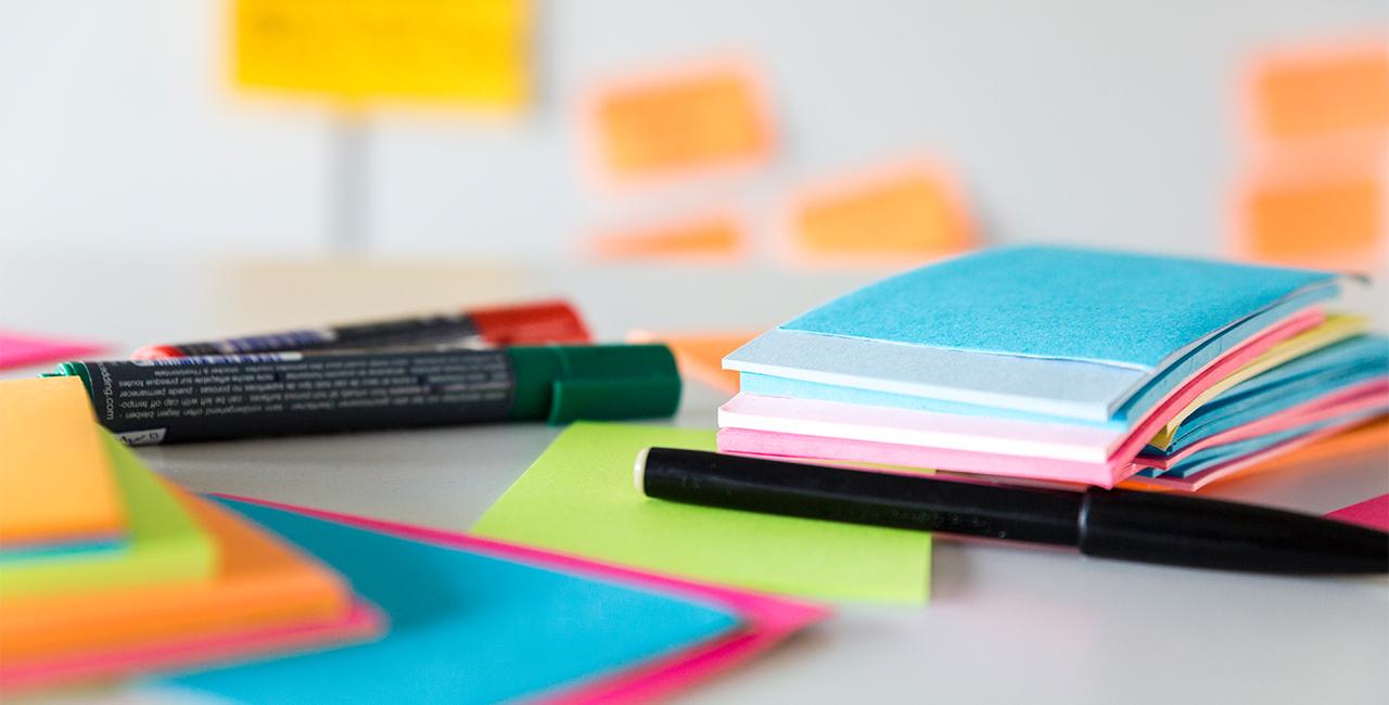 Notizzettel und Stifte